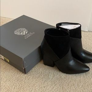 Black leather and velvet Vince camuto boots size 8